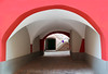 La cassetta delle lettere (meghimeg) Tags: 2018 laigueglia archivolto ingresso entrata rosso red royo rot encarnado arco arch liguria vicolo alley cassettadellelettere postbox
