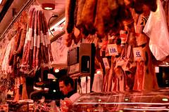 Embutidos (pcoradini) Tags: barcelona españa ciudad mercado del born rambla catalunya embutido jamón serrano crudo tienda vendedor fiambre fiambrería noche luz paisaje urbano nikon d3100 nikonflickraward