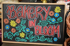 Hyvee Store, Bakery Sign 5-9-18 02 (anothertom) Tags: coralvilleiowa hyvee grocerystore groceryshopping sign bakeryinbloom spring flowerdraw chalkboard 2018 sonyrx100v