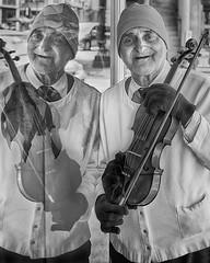Urban Violinist (Ian Sane) Tags: ian sane images urbanviolinist man street performer portrait reflection downtown portland oregon canon eos 5ds r camera ef70200mm f28l is usm lens