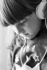 Backlight (Mauro Pastore) Tags: canonef50mmf18stm canoneos500n mauropastore ireland dublin argentique analog analogphotography blancoynegro blackandwhite bianconero d76 film filmfilmforever filmisalive kodak monochrome pellicola people portraiture windowslight