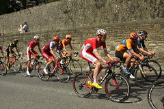 Peloton @ Skipton (Steve Dawson.) Tags: tourdeyorkshire mens cycle race bikes tdy uci teams sport chasing stage4 halifaxtoleeds hill skipton yorkshire england uk canoneos50d canon eos 50d ef28135mmf3556isusm ef28135mm f3556 is usm 6th may 2018