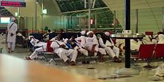 repos (8pl) Tags: aéroport salledattente sièges blanc hommesenblanc chaisesrouges dubaï aéroportdedubaï sieste repos sommeil fatigue enturbanné couvrechef soldemarbre habitsblancs gens hommes dubaïinternational