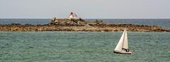 Ile Harbour (yvon.kerdavid) Tags: mer manche saintquayportrieux bretagne voile phare île côtesdarmor voilier