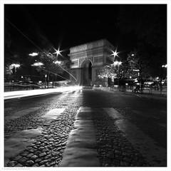 Arc de Triomphe / Paris, France (Andrew James Howe) Tags: paris france architecture arch arcdetriomphe mono blackandwhite city night
