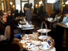 Tea set (MelindaChan ^..^) Tags: italy 意大利 威尼斯 tea set maskcarnivalvenice2018 afternoontea life people chanmelmel melinda melindachan mel
