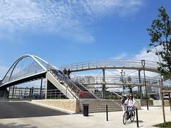 Tours, la nouvelle passerelle Fournier (Sokleine) Tags: urban urbain ville city citycentre tours 37000 indreetloire touraine centrevaldeloire france passerelle pedestrian cyclist vélo bike metal metallic ouvragedart railway
