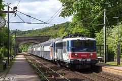 136910 Mantes la Jolie - Paris St Lazare (bb_17002) Tags: bb17000 sncf vb2n transilien railway paris mantes locomotive electrique landscapes gare station transport vegetation