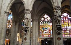 Cathédrale de Saints Michel-et-Gudule, Bruxelles (atnag) Tags: cathedral cathedrale brussels bruxelles interior vitrail stainedglass lights sculpture religion