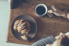 Coffee, croissant & the morning light (pierfrancescacasadio) Tags: maggio2018 11052018840a6834 52anonimos coffee croissant morning morninglight 1952 porlamañana 7dwf