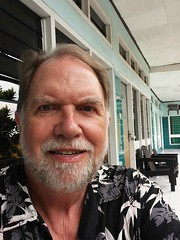 Flores Ende Hotel Safari 20171205_064500 LG (CanadaGood) Tags: asia asean seasia indonesia indonesian nusatenggara eastnusatenggara nusatenggaratimur sundaislands flores ende hotel building people person selfie gregory canadagood cameraphone 2017 thisdecade color colour green