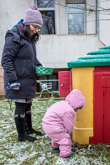 Matina and Eve (stephanrudolph) Tags: winter snow people friends family d750 nikon handheld deutschland europe eurpopa germany bielefeld nrw 2470mm 2470mmf28g 2470mmf28