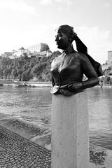 Passau (Deutschland) - Emerenz Meier (Björn_Roose) Tags: bjornroose björnroose passau bayern bavaria deutschland duitsland germany allemagne danube donau statue beeldhouwwerk