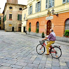 Main square in front of the city hall of Albenga/Liguia (paaddor) Tags: lifestyle landscape beautiful city travelattraction awesome traveling photography travelphotography adventures lovely photo happy nikond3400 cute explore worldplaces buildings travellingthroughtheworld wonderful cool travel people