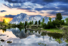 Heartbeat (Gio_guarda_le_stelle) Tags: dolomiti dolomiten dolomites dolomite lake limides sunset reflection water quiete atmosphere mountainscape horizon landscape italy italia veneto panorama vista montagne riflessi view light sunbeams afterglow crepuscolo luce era evening tardi ritorno sentiero path pace
