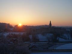 201804019 Pittsburgh (taigatrommelchen) Tags: 20180415 usa pa pennsylvania alleghenycounty northhills sky dawn sun sunrise snow city building church