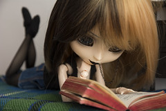 """""""My books are friends that never fail me."""" (Erla Morgan) Tags: doll pullip pullipnoirregeneration pullipnoir noir regeneration erlamorgan ann reading read book witch"""