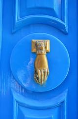 Need A Hand Knocking? [Sliema - 25 April 2018] (Doc. Ing.) Tags: 2018 malta sliema door blue knocker doordetail detalhesemferro irondetails tassliema dwwg oldnewwindowsdoors metal iron