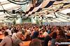 eselrennen_hh18_0312 (bayernwelle) Tags: eselrennen holzhausen 20 mai 2018 teisendorf bgl berchtesgadener land wieninger bier bierzelt esel treiber tradition brauchtum bayern oberbayern bayernwelle fotos foto spas pfingstfest
