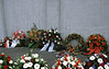 12.5.2018 Kränze zum Luftbrücken Gedenktag (rieblinga) Tags: berlin blumen kränze luftbrücken gedenktag 1252018 hungerharke analog agfa ct precisa 100 diafilm r9