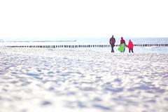 Spaziergänger - Prerow - Strandzugang 22 - Lens: 7artisans 50mm f1.1 (franz-wegener.de) Tags: prerow strand beach strandzugang22 7artisans50mm11 leicat pixcoadapter ostsee balticsea