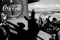 PAT2003001W00093-01 (filmgraphics) Tags: beach coastline cocacola extèrieur exterior faces fille3‡13ans girl3to13years groupofpeople groupe homme60ansetplus kiosk kiosque littoral logo looksee man60yearsandolder plage processed regarder typehumainblanc vaguesurleau wave whitepeople sydney nsw australia