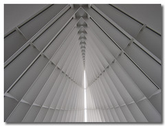 Milwaukee Art Museum 4 (Bill in STL) Tags: geometric architecture modern perspective calatrava milwaukeeartmuseum top20arch santiagocalatrava milwaukeewisconsin popularphotography popphoto i500 topf252549faves 2on2photooftheday