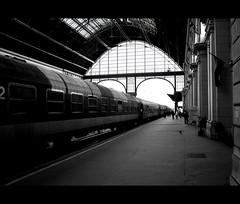 7 (cgett) Tags: station architecture train budapest 2006 keleti 2pair