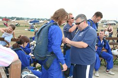 Don't forget to do it up. (Joel Veitch) Tags: plane jump aircraft line static skydive maidstone parachute airfield freefall plummet headcorn