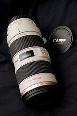 Canon 70-200mm f/2.8 L IS USM (Devar) Tags: white canon lens flash barrel equipment wireless canon50mmf18 product canon70200mmf28lisusm ettl