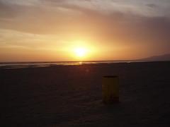 tarifa plana (el poder de la feria) Tags: atardecer playa tarifa loslances