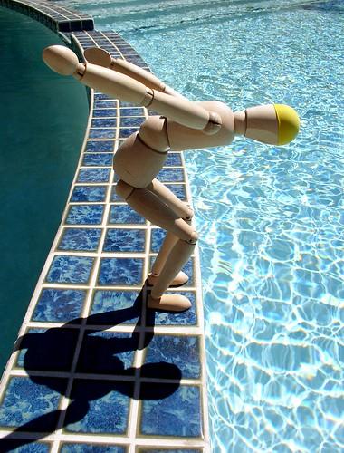 Muñeco listo para tirarse a la piscina