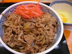 Gyudon revived! / 吉野家の牛丼(並・玉子付き)