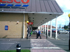 Tesco, Westbourne Center, Barrhead ( Jimmy MacDonald ) Tags: shop alba glasgow tesco shops glaschu eastrenfrewshire barrhead jimmymacdonaldswebsite westbournecentre ceannabhirr seumasmacdhmhnaill siorrachdrinnfrianear lrachlinsheumaismhicmacdhmhnaill bth str