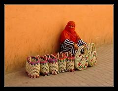 Cestera - Marrakech (Marruecos) (jose_miguel) Tags: street españa woman topf25 miguel digital canon photo calle mujer spain bravo foto quality femme jose ixus morocco maroc marrakech marrakesh stolen 55 marruecos thegallery robado magicdonkey gtaggroup goddaym1 fivestarsgallery marraquech 123f50 flickrplatinum bratanesque