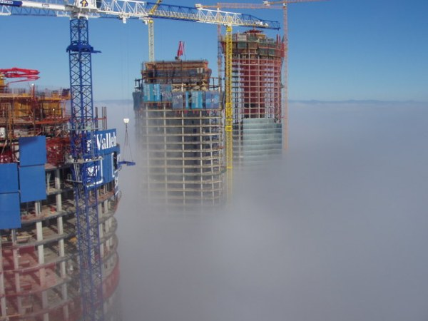 rascacielos madrid niebla