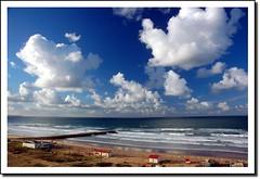 Costa da Caparica, Lisboa, Portugal (dsevilla) Tags: sea costa seascape portugal azul clouds d50 landscape coast mar interestingness nikon dsevilla lisboa lisbon paisaje cielo nubes caparica cpl 1870dx
