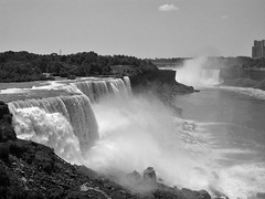 Niagara Falls [Black&White] (Scott Kinmartin) Tags: blackandwhite newyork canada niagarafalls waterfalls canadaborder