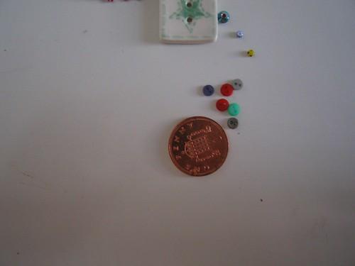 Eency weency buttons