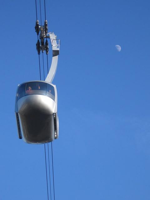 tram_moon