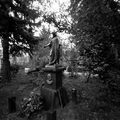In the Cemetery (ucn) Tags: lerouge66 cemetery friedhof berlin berggerpancro400 pinholecamera sténopé lochkamera dorotheenstätischerfriedhof filmdev:recipe=11899 adoxadoluxatm49 developer:brand=adox developer:name=adoxadoluxatm49