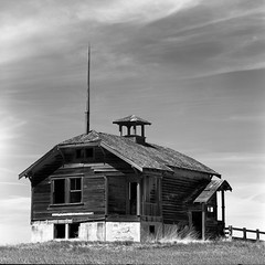 Center Ridge School (Desert Sun Images) Tags: ruraleasternoregon mamiyac220 rolleirpx25 kodakd7611 epsonv500 abandonedschool monochrome red25filter wascocounty mediumformat
