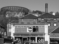 The Oban Distillery (Rollingstone1) Tags: oban scotland distillery whisky malt brewer highland argyllandbute town landscape village mccaigstower building history historical hill hillside street traffic shops chimney trees sky spirits bw mono hdr blackandwhite cityscape