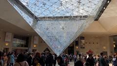 Paris 042. (Joanbrebo) Tags: people gente gent museo iphone365 iphonex france paris louvre