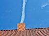 Schornstein (www.nbfotos.de) Tags: schornstein kondensstreifen himmel sky dach roof