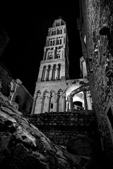 Split, Croatia (pas le matin) Tags: bw nb monochrome noiretblanc blackandwhite tower tour travel world voyage city ville croatie croatia hrvatska europe europa night nuit architecture building canon 7d canon7d canoneos7d eos7d