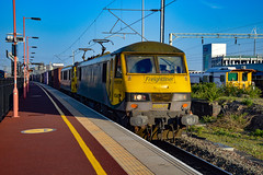 90045 + 90016 - Rugby - 05/05/18. (TRphotography04) Tags: freightliner 90045 90016 accelerate past rugby whilst working 0043 coatbridge flt daventry int rft recep fl
