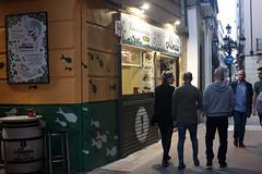 El Tubo, streets (Fencejo) Tags: canon600dt3ikissx5 meyeroptikgörlitzlydith3530mm streetphotography zaragoza people
