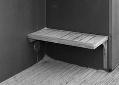 Bridlington - Seat & Sand (Tony McLean) Tags: ©2018tonymclean bridlington eastyorkshire streetphotography streetscenes blackwhite monochrome leicamonochrom leica75summilux