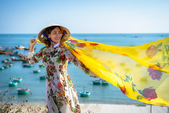 Vietnamese lady with Ao Dai Vietnam traditional dress and conical hat wait at the harbor, Fishing Harbour Mui Ne Vietnam (Patrick Foto ;)) Tags: ao asia asian back background beach beautiful beauty behind boat boats coast concept conical culture dai day dress elegant female field fishing happy harbour hat icon lady mui nature ne ocean outdoor outdoors people person pretty smile standing summer tourism tourist travel vacation vietnam vietnamese view waiting water woman young thànhphốphanthiết bìnhthuận vn